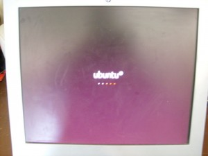 Computer Screen showing Ubuntu GNU/Linux starting up