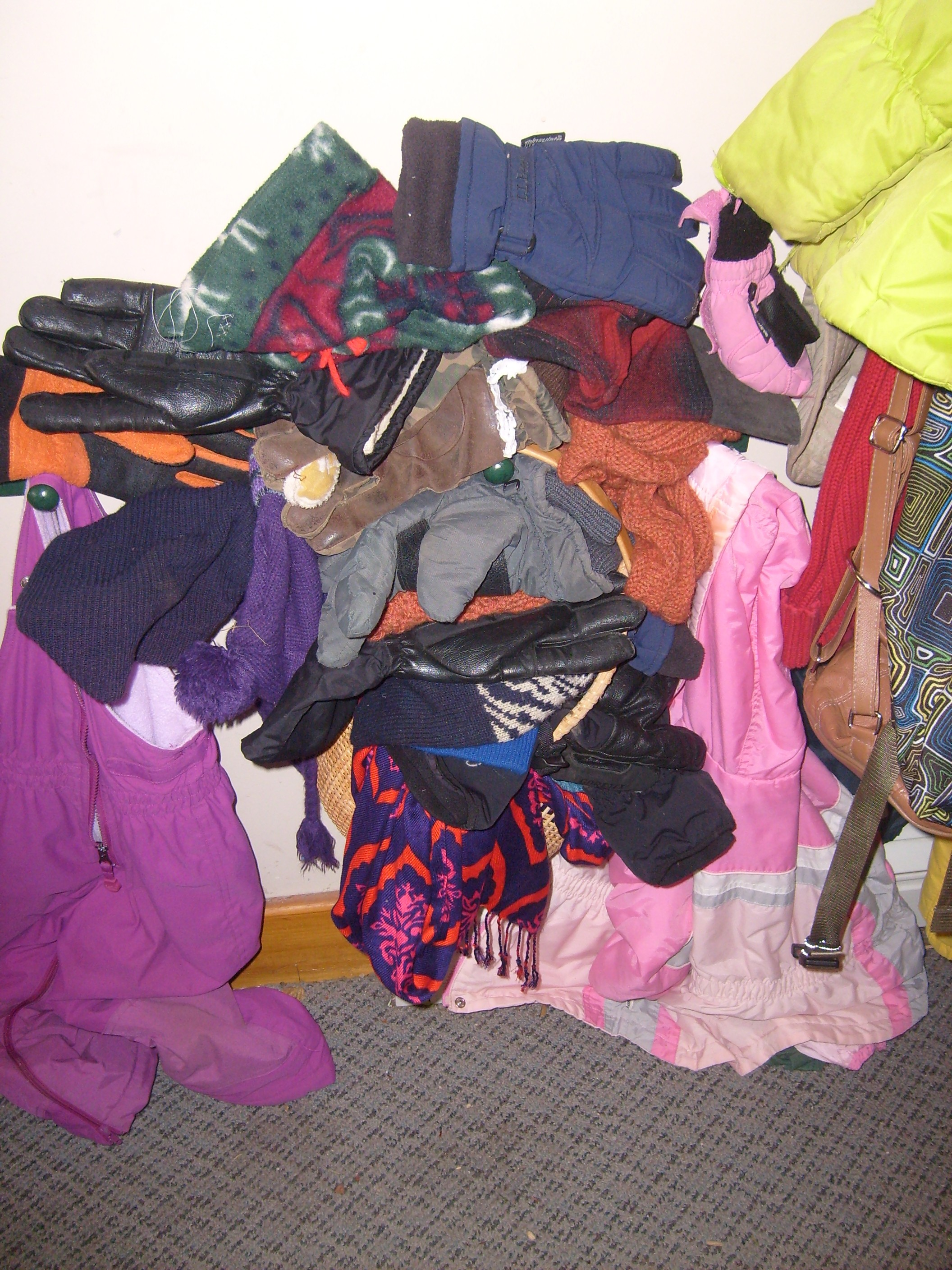 Someone had tidied up the back hallway/mudroom by piling many, many hats, gloves and mittens ontop of one peg. It didnt' last long.