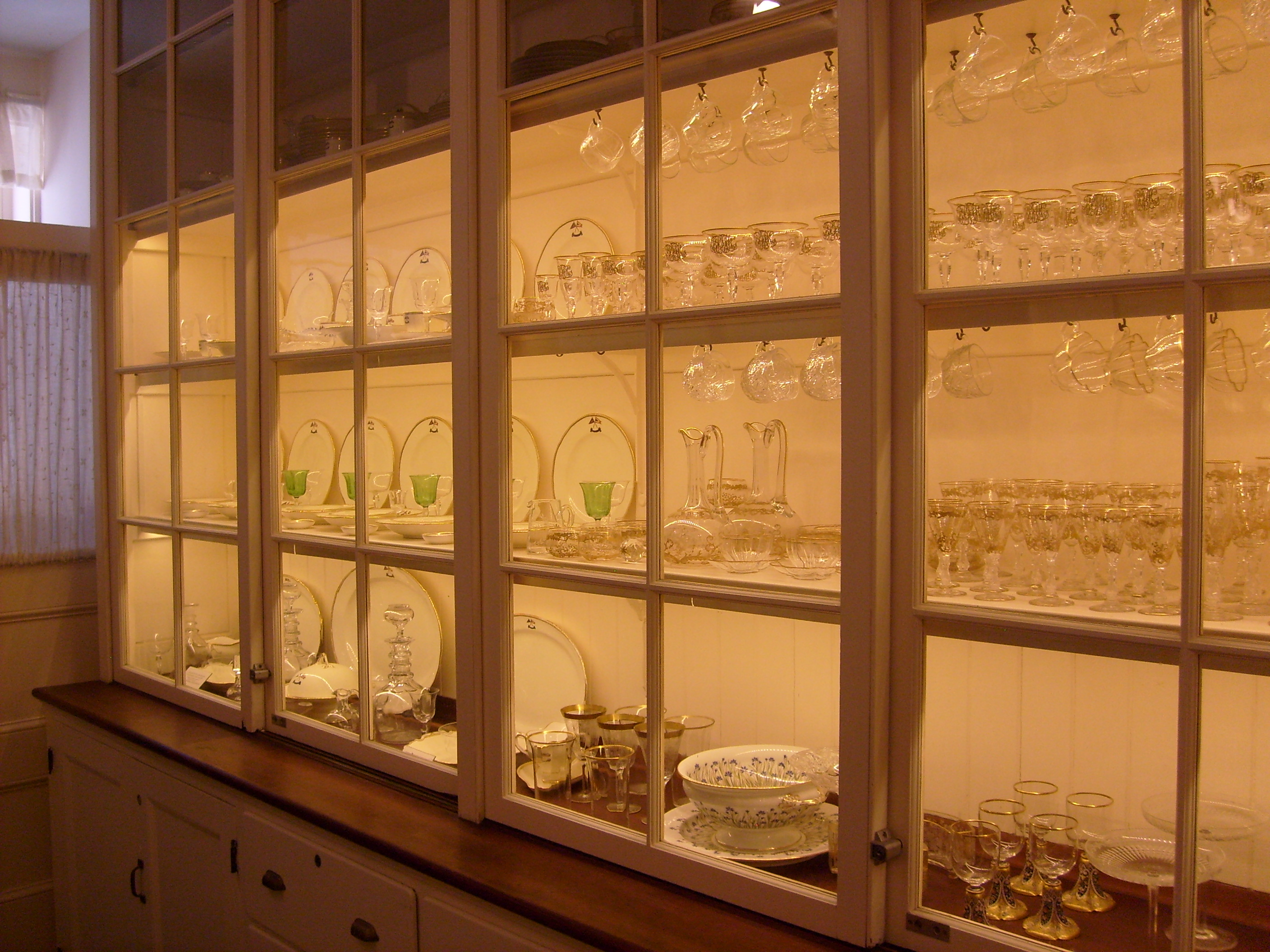 plates and glasses at Blythewold