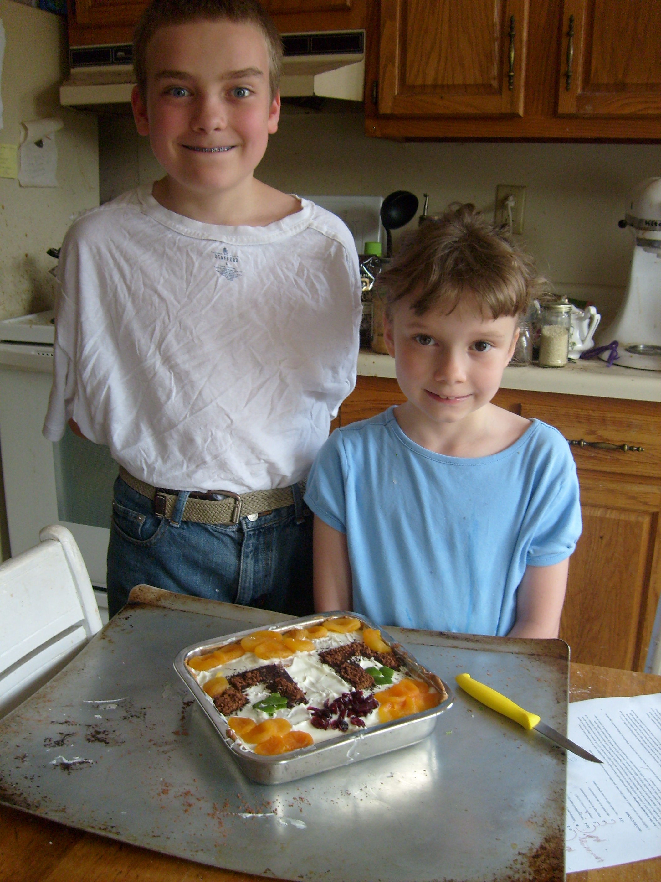 M and K behind their Stampy cake