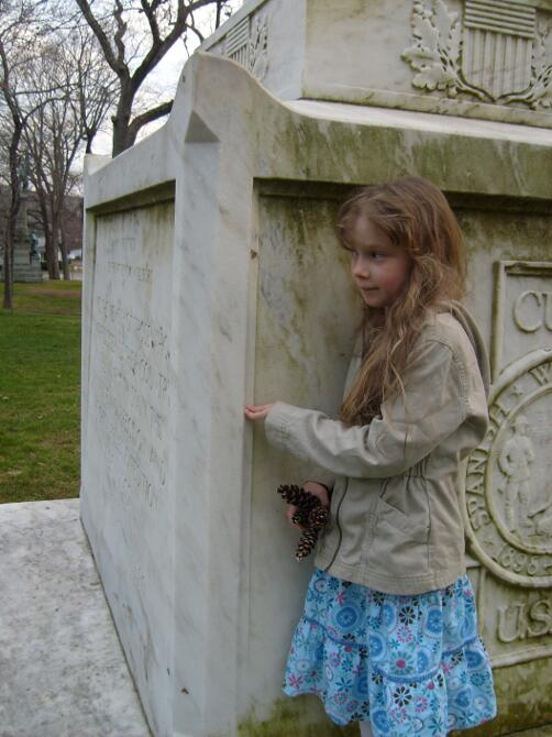 K hiding by the Spanish American War Memorial while Playing Squirl with M