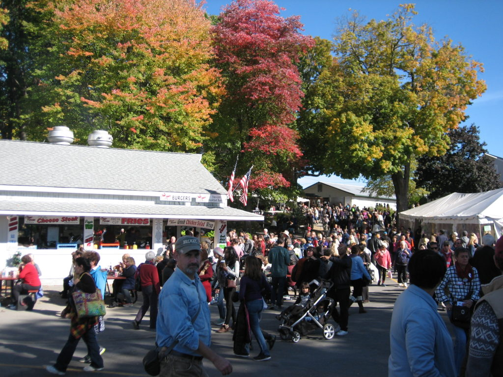 The trees and crowd at Rhinebeck by the felafel stand
